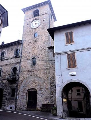 Fanano, La torre di Palazzo Lardi e volta dei Borghi
