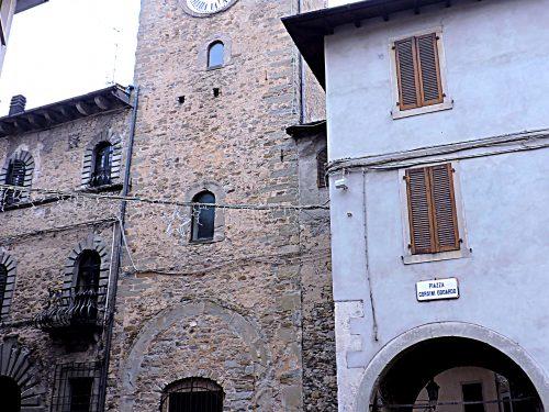Fanano, Palazzo Lardi e i Borghi