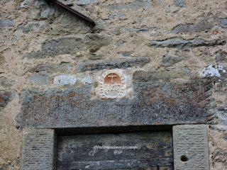 portale con monogramma di Cristo